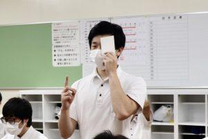 身体計測・視力検査の様子